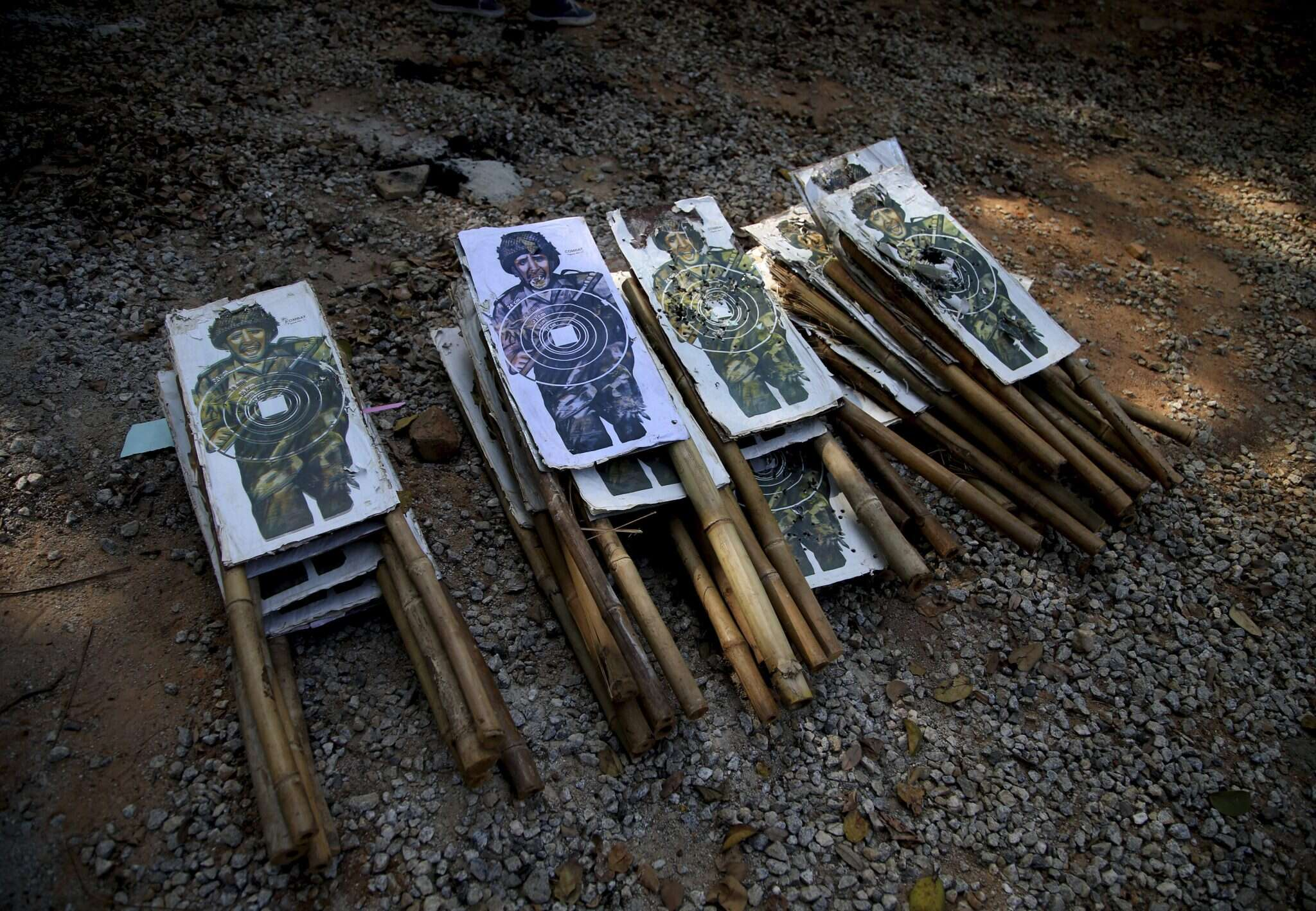 מטרות קרטון באימון צבא הודו. צילום: AP