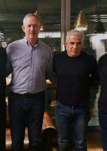 אשכנזי, לפיד, גנץ ויעלון בתמונה ראשונה לאחר האיחוד