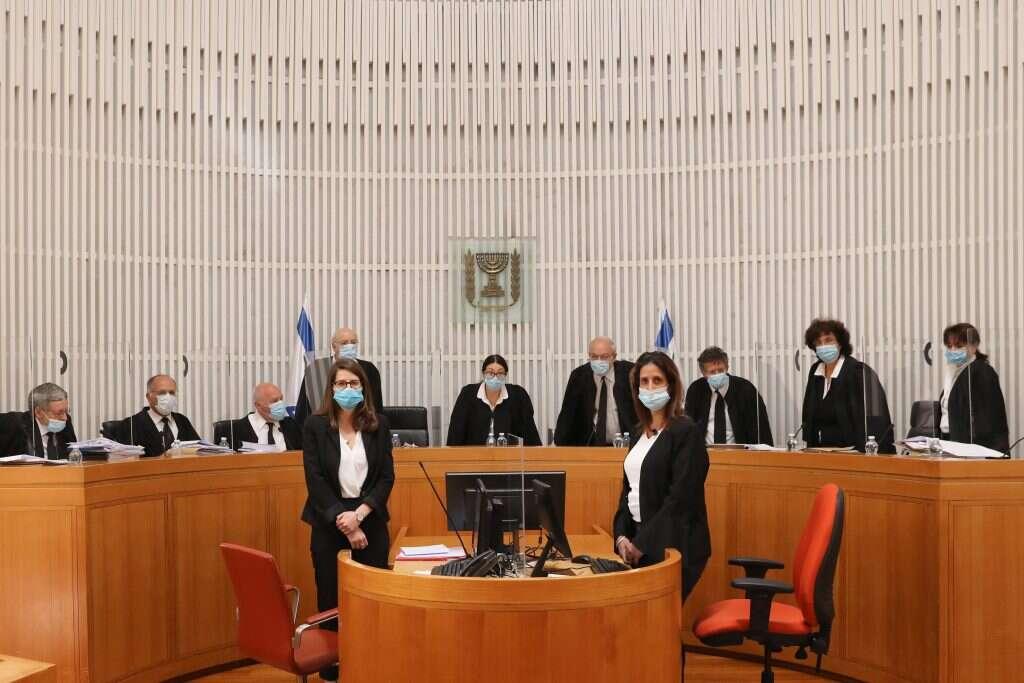 """בג""""ץ קבע מועד לדיון בעתירה נגד ממשלת החילופים"""